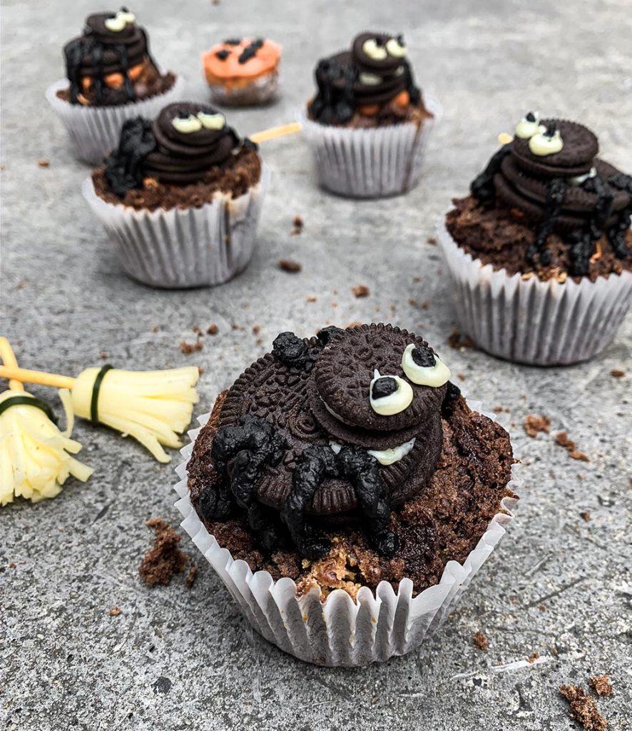 Peter Rowland Halloween Sweet Treats Oreo Spider Cupcake